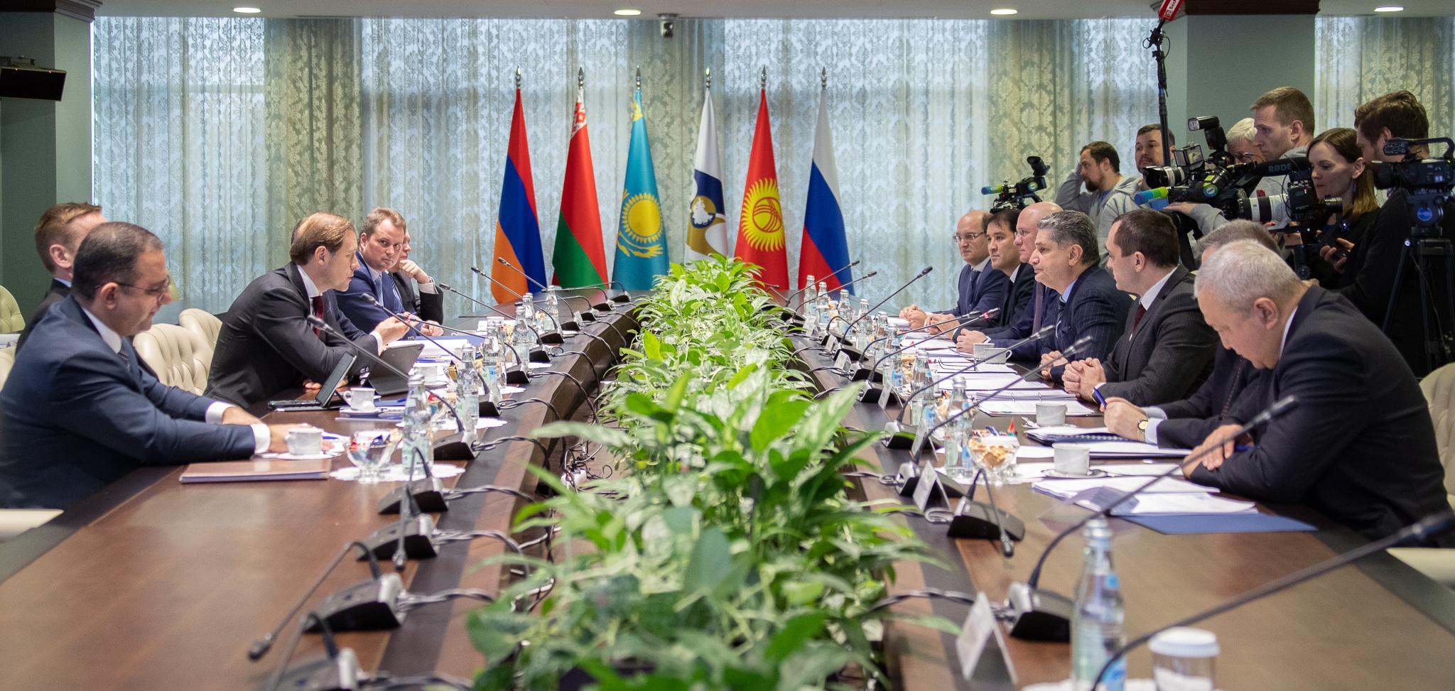 В ЕЭК состоялась встреча министров промышленности евразийской «пятерки»  , ЕЭК, ЕАЭС  , Роман Скляр