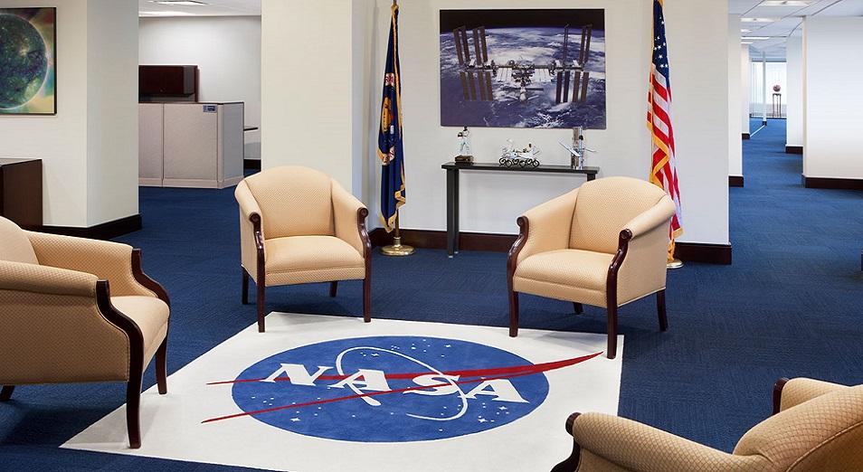 Трамп ғарышта, Күнде, Марста да үстемдік еткісі келеді