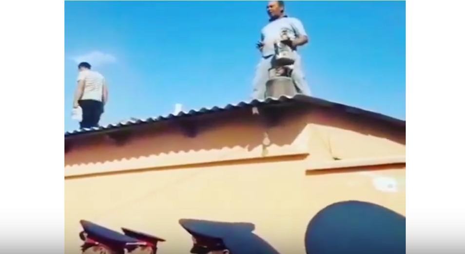Түркістандық әкімнің алдында өзін-өзі өртемек болды (Видео)