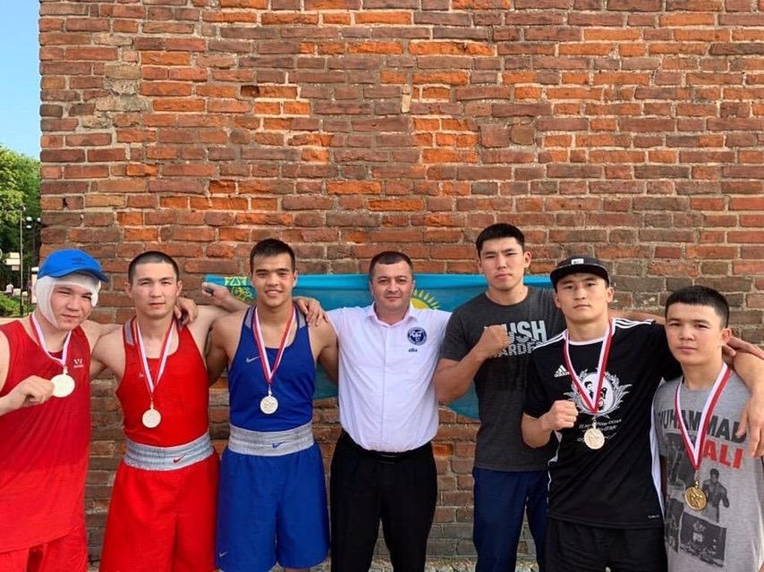 Қазақстандық боксшылар Польшадағы турнирде бес медаль иеленді