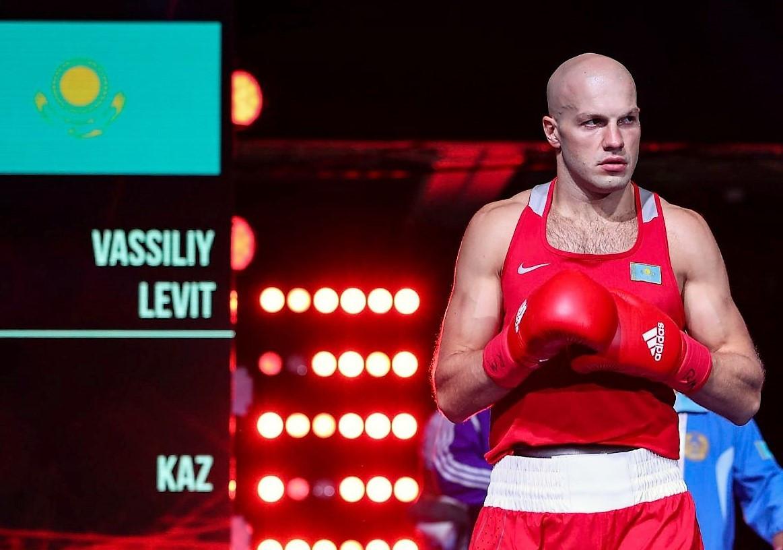Василий Левит стартовал с победы на ЧМ по боксу