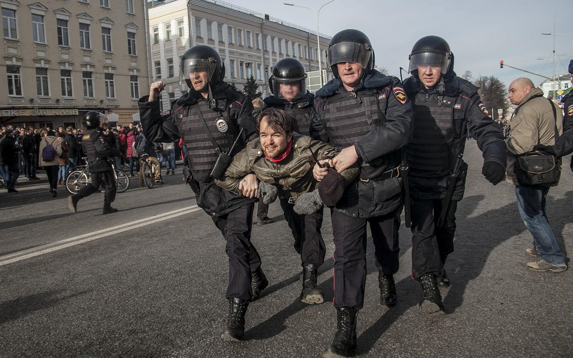 245 задержанных в ходе массовых митингов в Москве