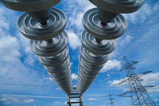 Монополист требует прекратить выдавать участки под строительство в охранных зонах электросетей