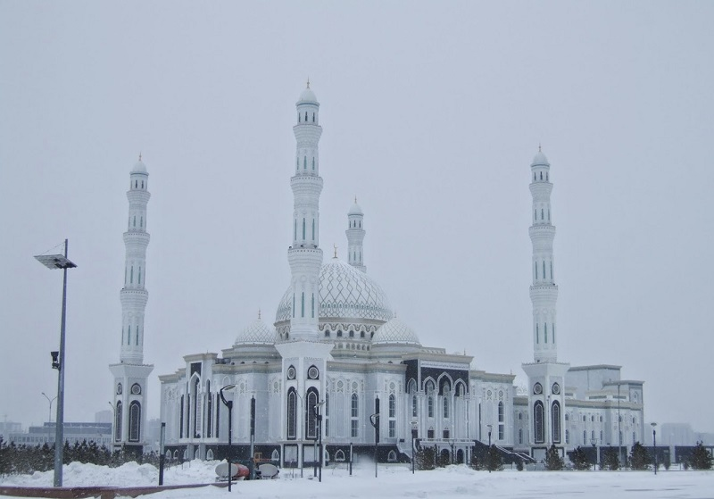 Духовное управление мусульман Казахстана приостановило пятничные намазы в мечетях