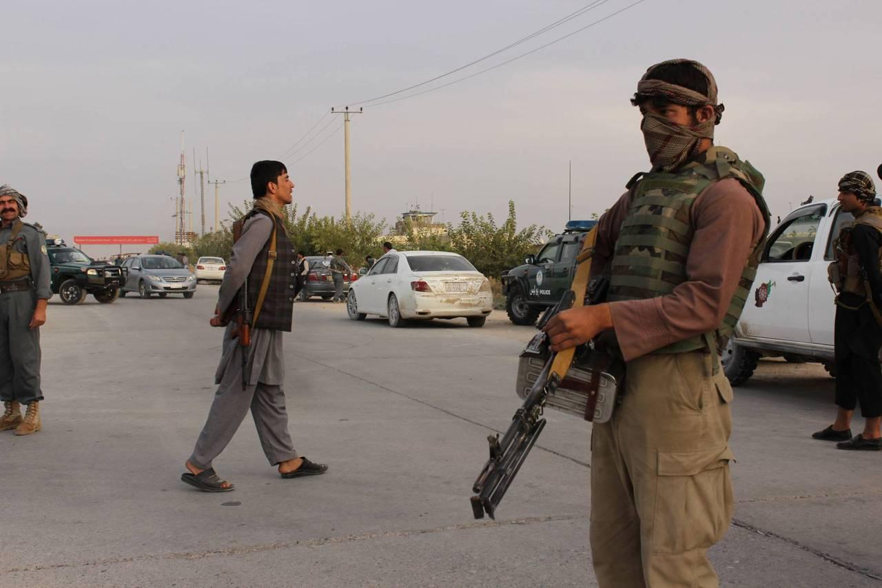 Талибы захватили правительственную военную базу в центре Афганистана