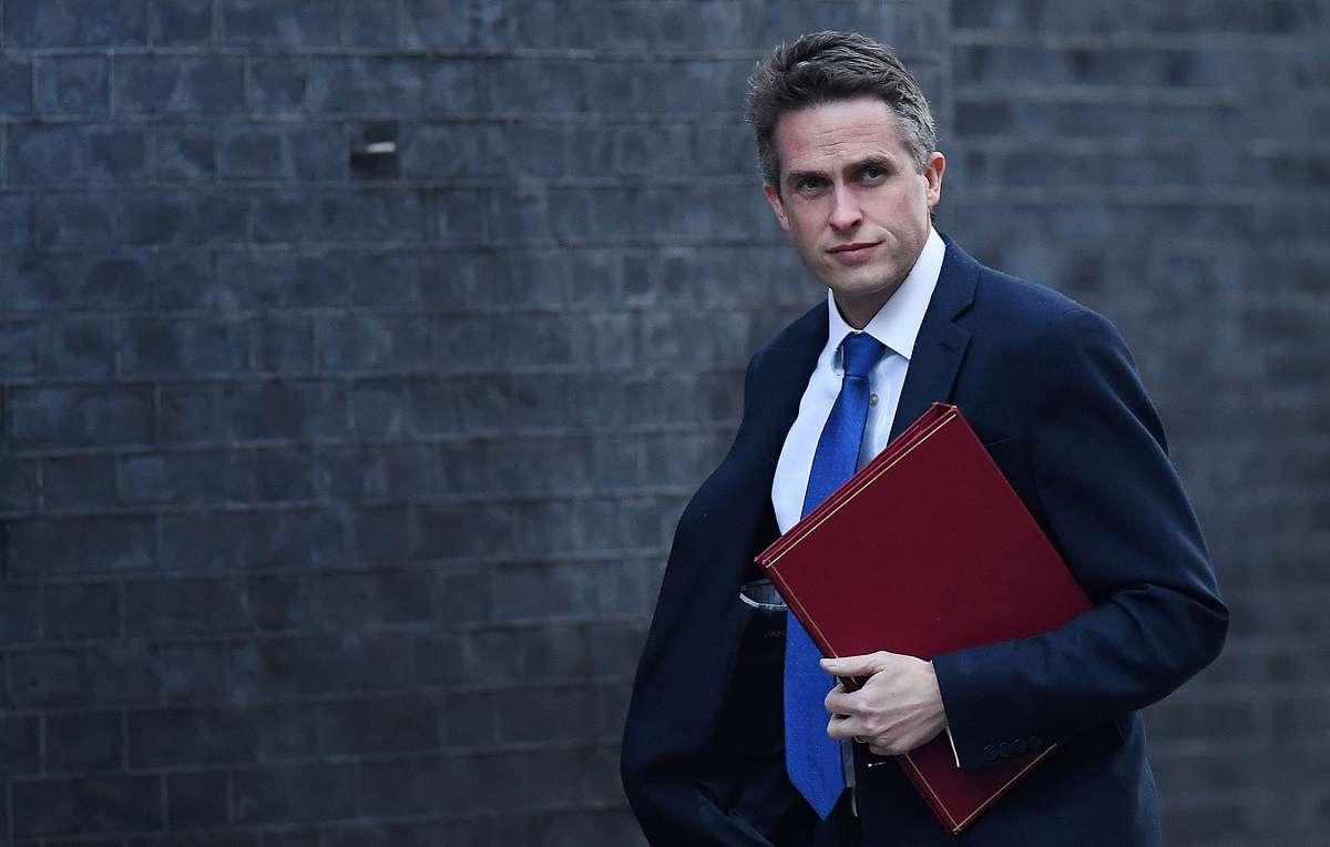 Министр обороны Великобритании был уволен с поста