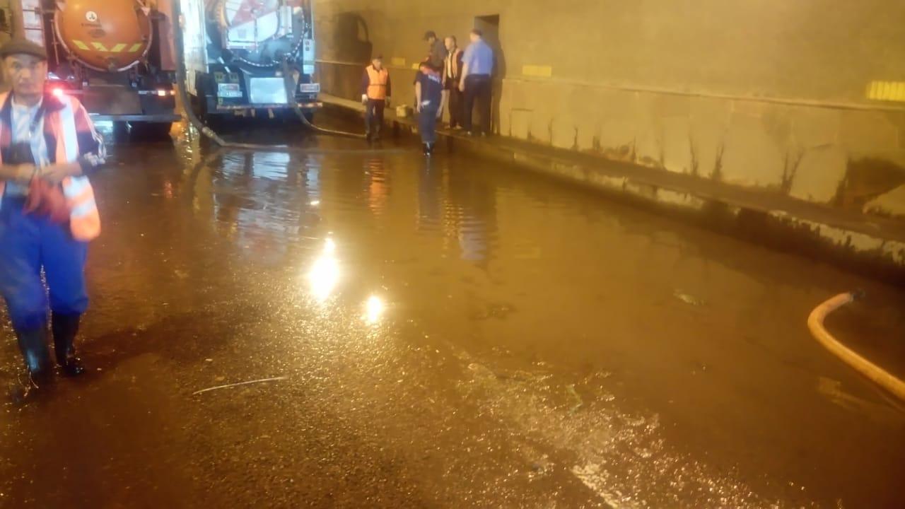 В Алматы спасатели ликвидировали последствия прошедшего дождя