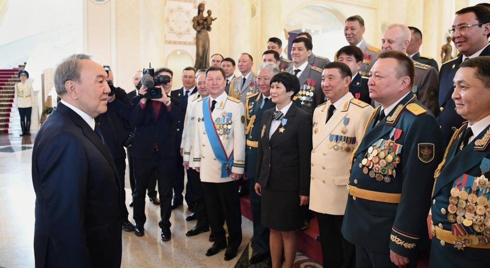 Назарбаев: государство ценит отвагу военных, президент, Назарбаев, День защитника Отечества, военнослужащие, Армия, Вооруженные силы