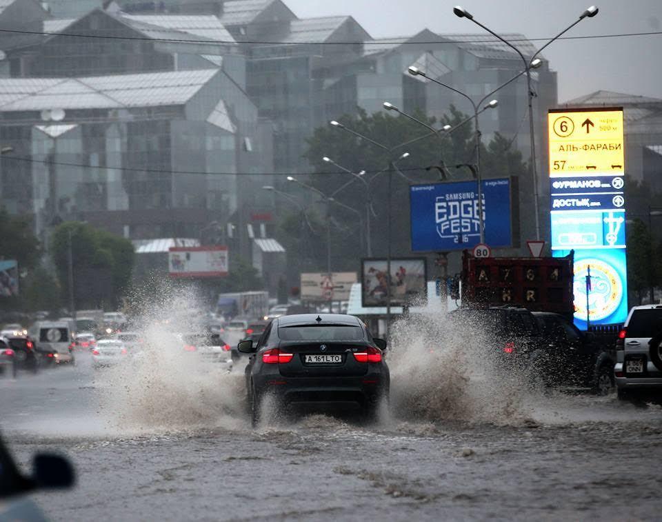 Почему алматинские улицы топит в сезон дождей