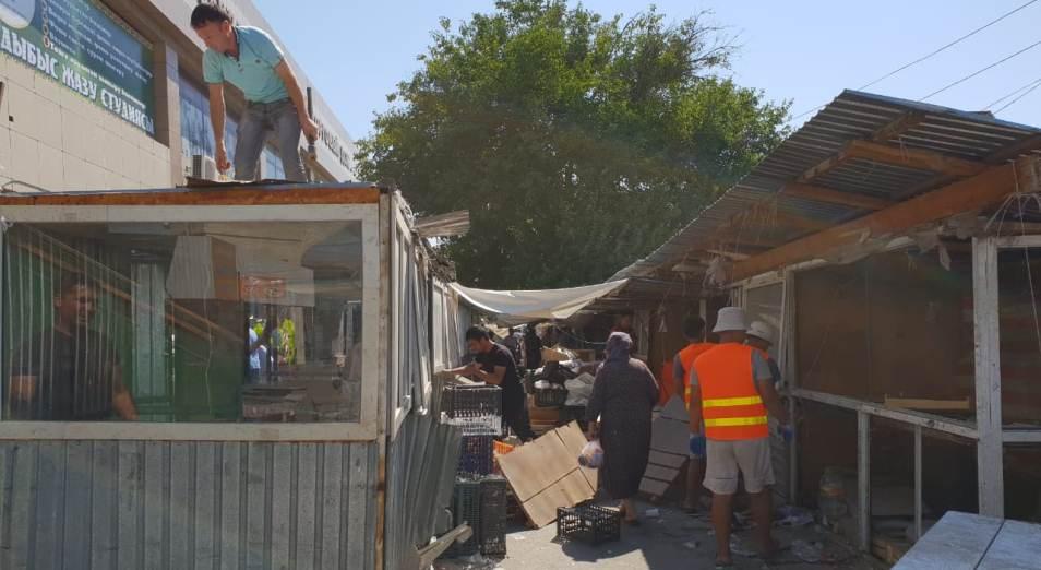Власти Шымкента снесли 34 торговых киоска