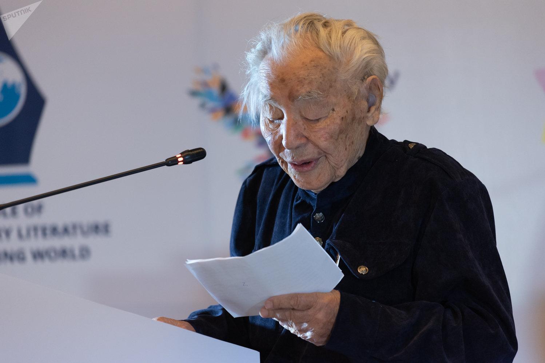 Писатель Нурпеисов удостоен звания Героя Труда Казахстана