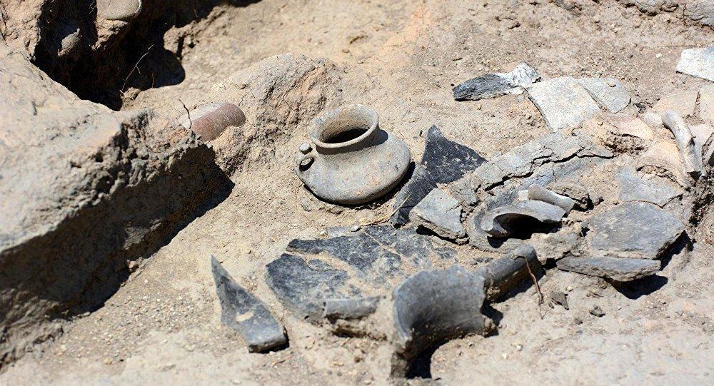 На окраине Тбилиси обнаружили древнее захоронение
