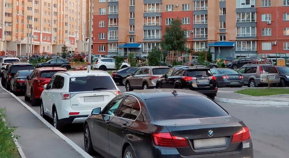 Про автомобили во дворах: нормы, штрафы, экология