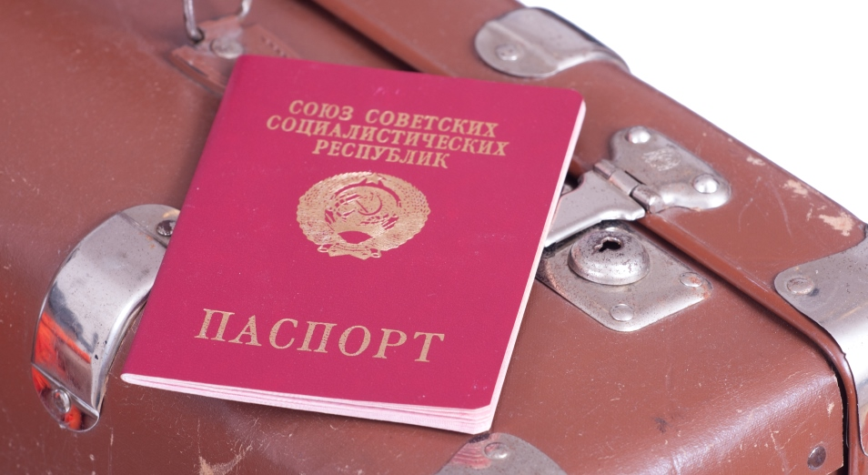 В Казахстане проживает более 6000 человек с красными советскими паспортами