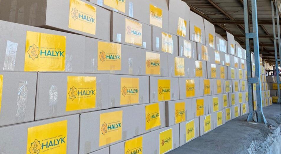 Благотворительный фонд «Халык» отправил 1000 лекарственно-продуктовых наборов нуждающимся семьям Атырауской области