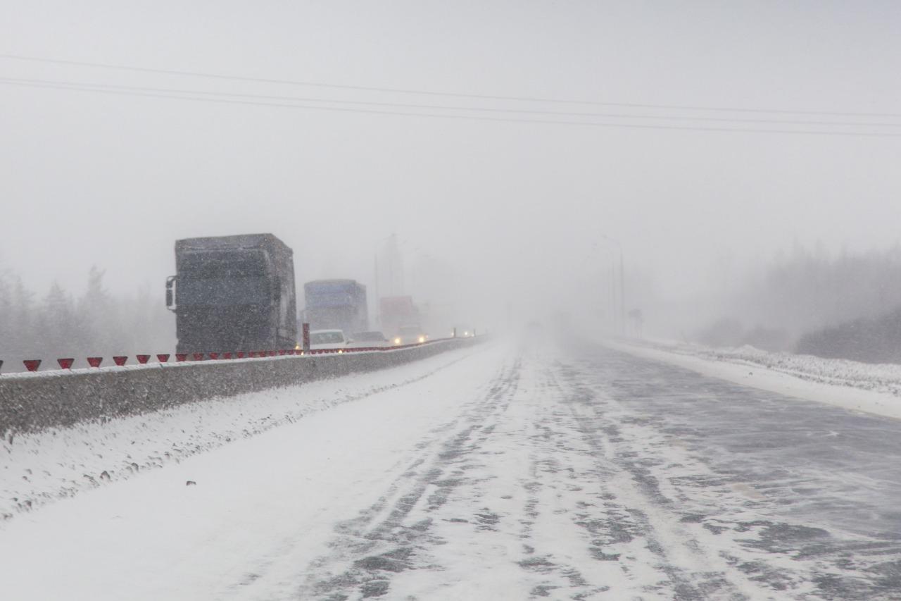 Участки некоторых автодорог республиканского значения закрыли из-за непогоды