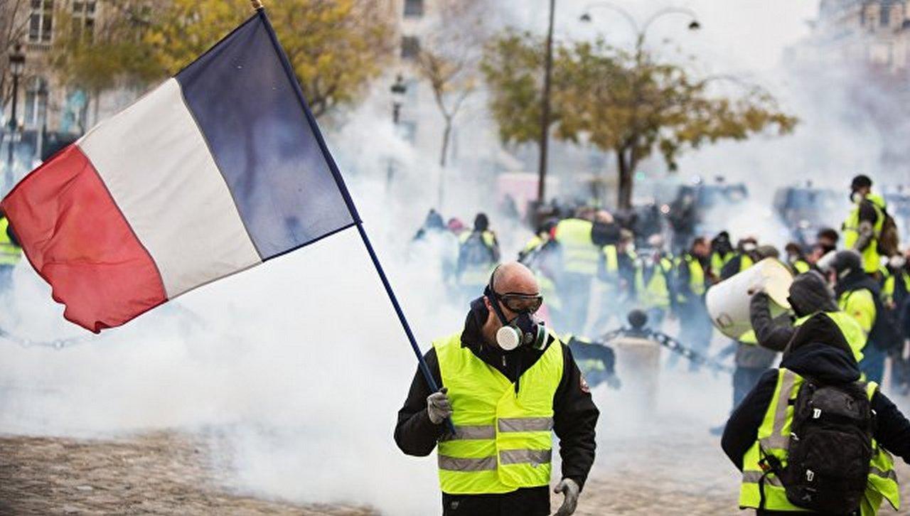 """В Париже и других городах Франции вновь пройдут протесты """"желтых жилетов"""""""