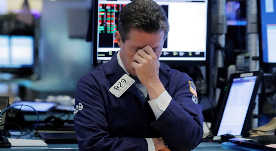 Тенге слабеет вслед за падением мировых рынков
