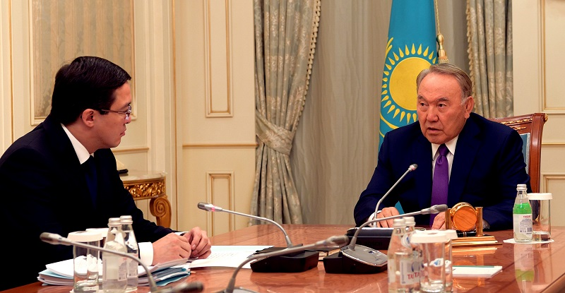 Назарбаев заявил о необходимости более тщательного регулирования банковского сектора