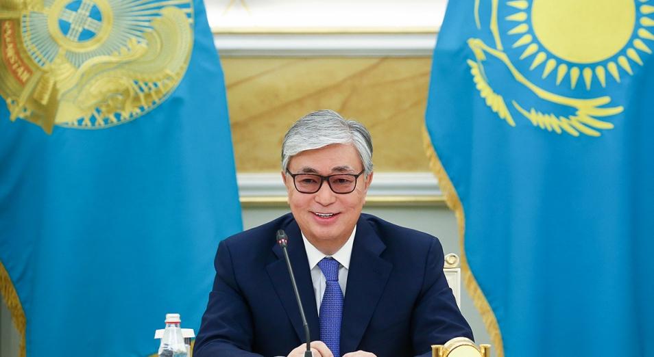 Токаев поздравил казахстанцев с Днем государственных символов