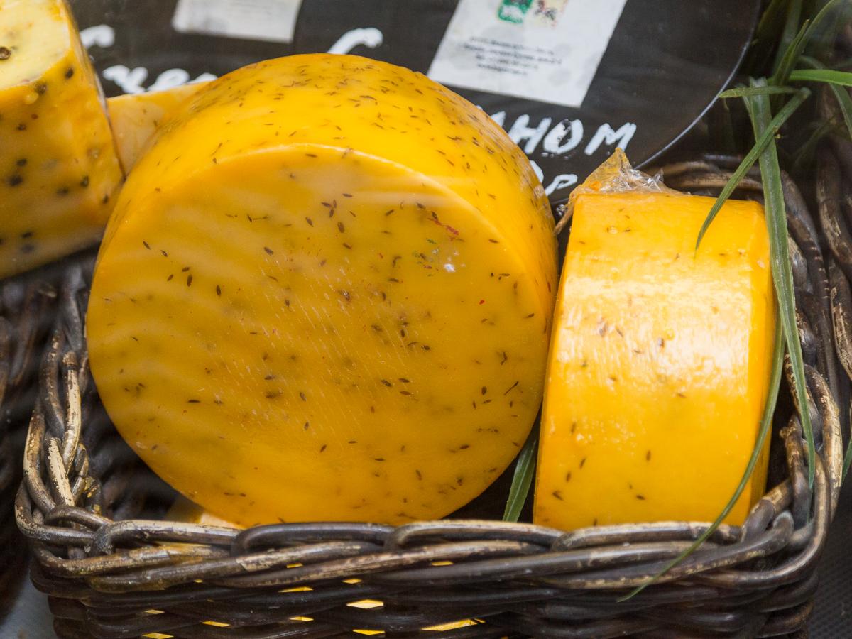 Четыре тонны украинского сыра, ввезённого из Казахстана, уничтожили в России