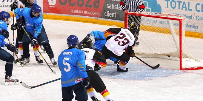 Юниорская команда РК по хоккею стартовала с поражения на ЧМ-2019