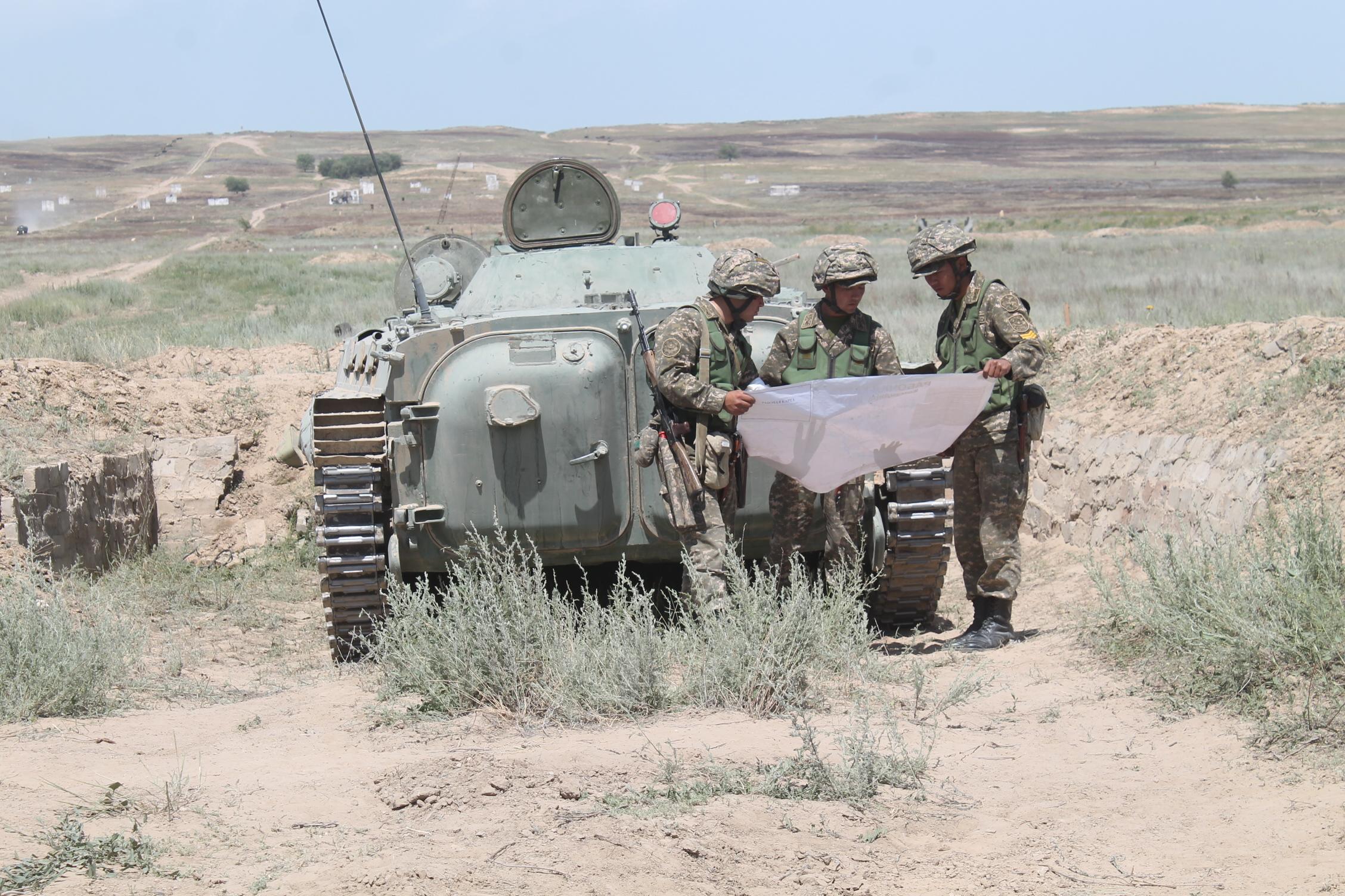 В Военном институте Сухопутных войск проведены ротные тактические учения с боевой стрельбой