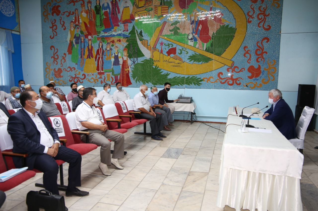 Бердибек Сапарбаев встретился с родственниками задержанных жителей Кордайского района