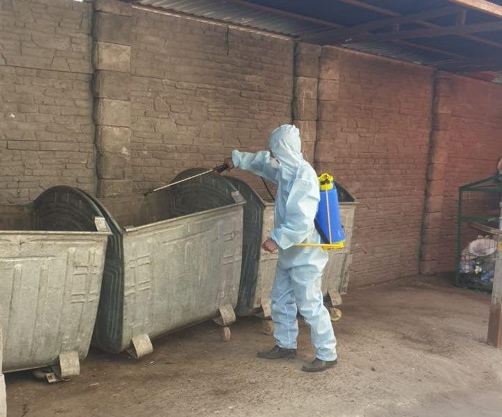 В Алматы дезинфицируют мусорные контейнеры для защиты населения от коронавируса