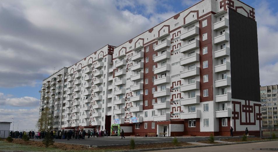 В Аксу в пустовавший более 25 лет дом заселили многодетные семьи, Недвижимость, жилая недвижимость, жилье, Многодетные семьи, Павлодарская область