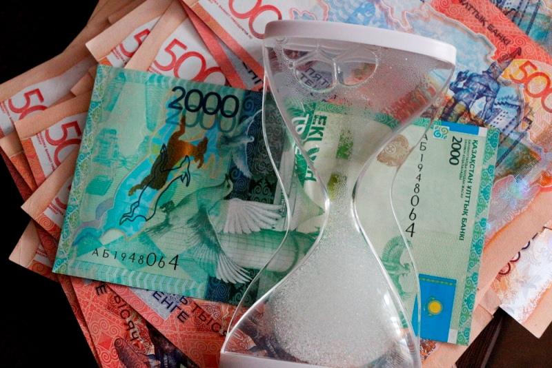 Долги казахстанцев по кредитам составили на конец июня 5,6 триллионов тенге