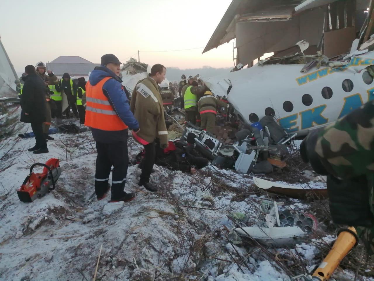 По уточненным данным, в авиакатастрофе под Алматы погибло 12 человек, пострадали 49 – КЧС МВД Казахстана
