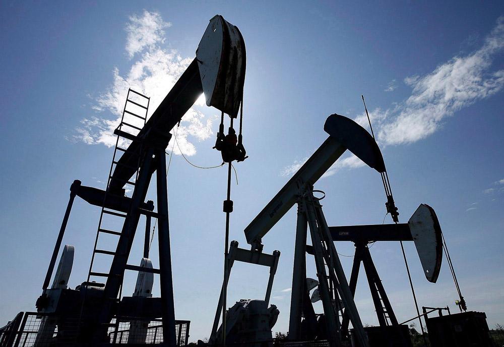 Нефть завершила месяц рекордным падением за 10 лет