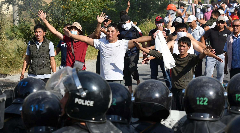В ходе беспорядков в Бишкеке ночью были госпитализированы четыре человека