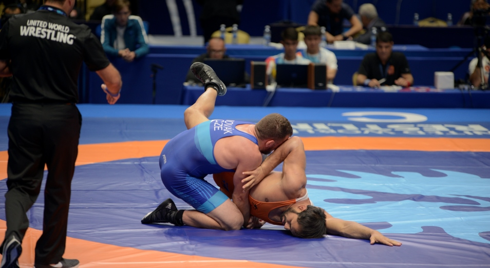 Первые лицензии на Олимпиаду появились у казахстанских борцов