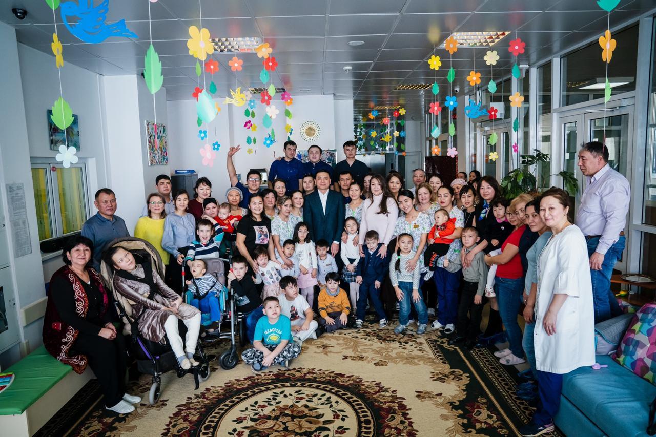 Аким столицы Алтай Кульгинов ознакомился с работой реабилитационного центра