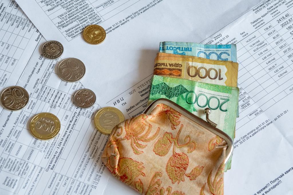Алматинцам, не имеющим возможности оплатить комуслуги из-за ЧС, отсрочат платежи до конца года