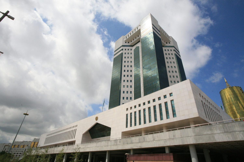 В Казахстане ввели ограничения для посетителей и участников совещаний в здании Үкімет үйі