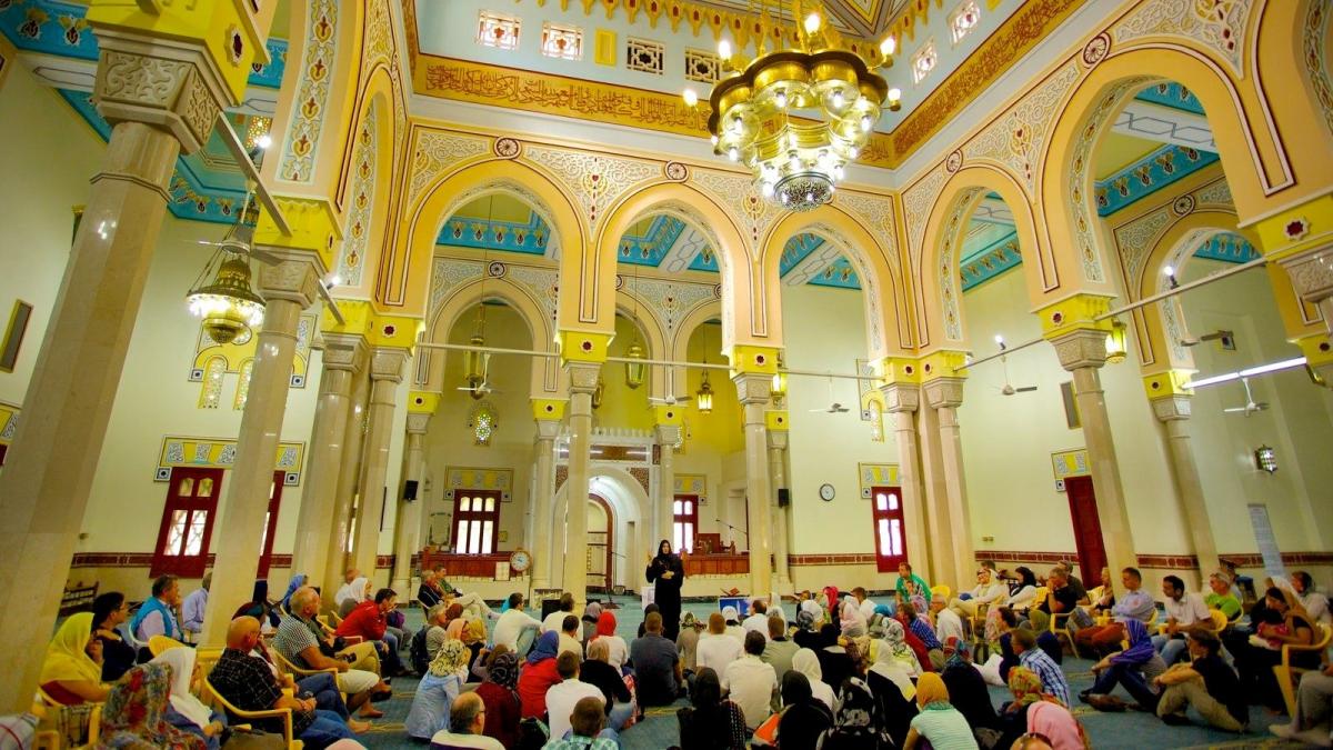 С 16 мая открываются мечети, церкви и соборы в столице