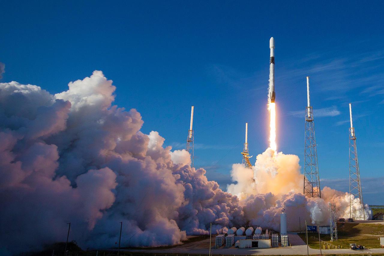 SpaceX не смогла запустить 60 спутников для обеспечения высокоскоростного Интернета