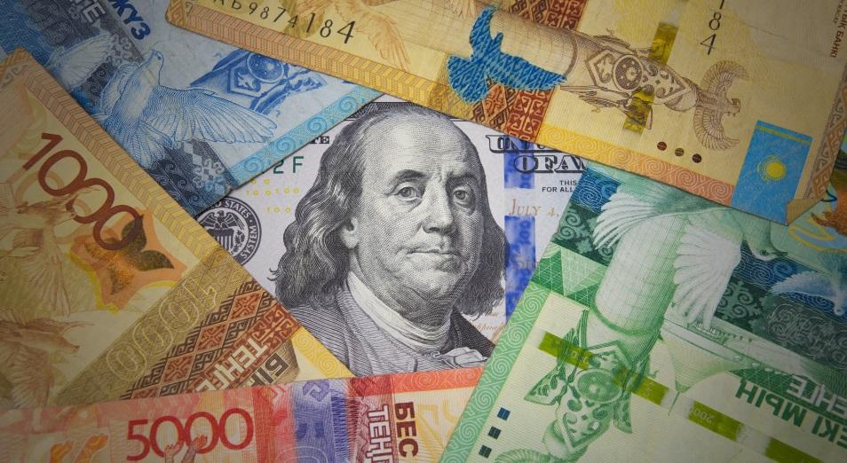 В какой валюте хранить деньги: богачи держат доллары и активно покупают тенге