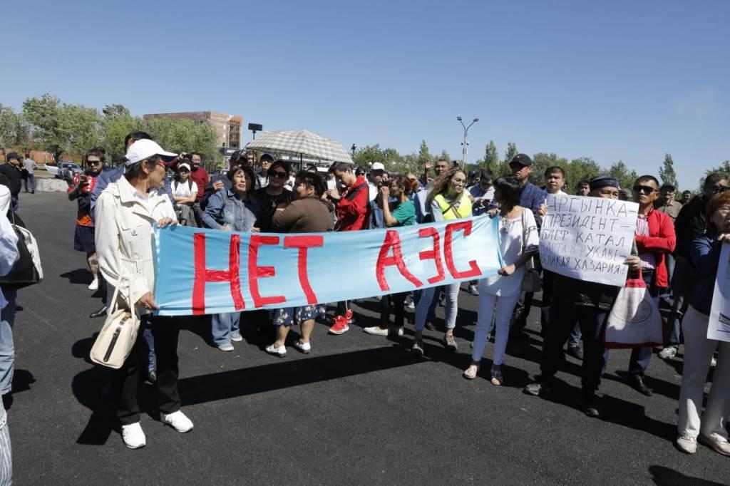 Митинг в Нур-Султане завершился принятием резолюции с требованиями конституционной реформы