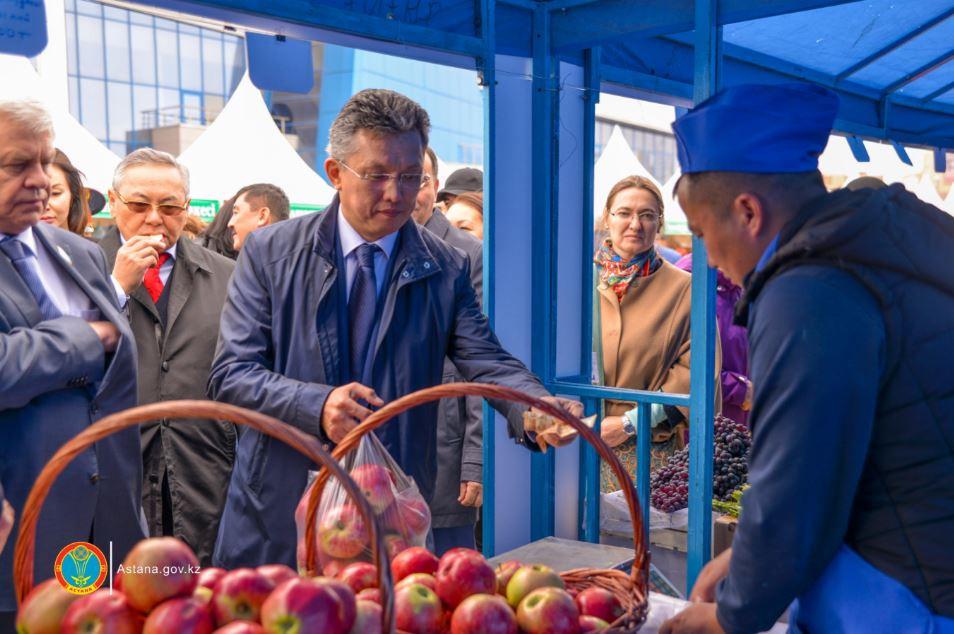 Новый аким Астаны посетил сельскохозяйственную ярмарку Алматинской области, Астана, Ярмарка, Продукты питания, Бахыт Султанов, Амандык Баталов