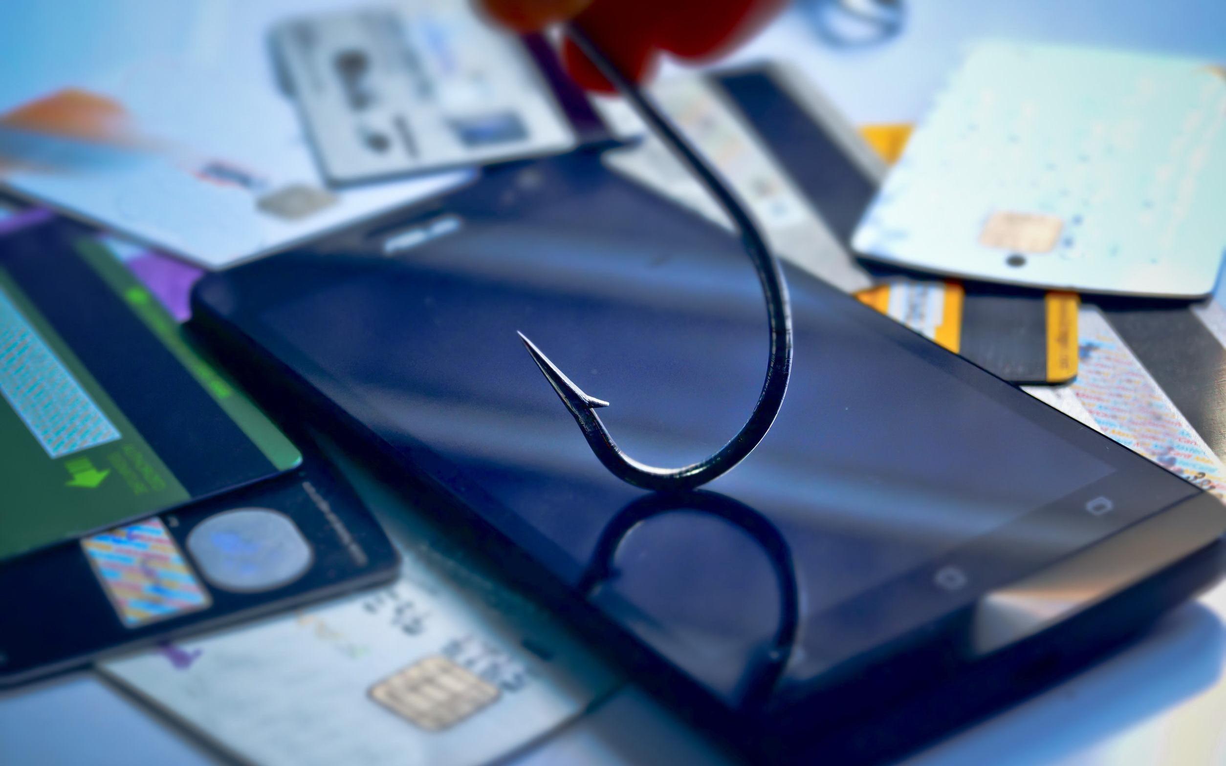 Фарминг и смишинг: начинка у финансового мошенничества одинаковая