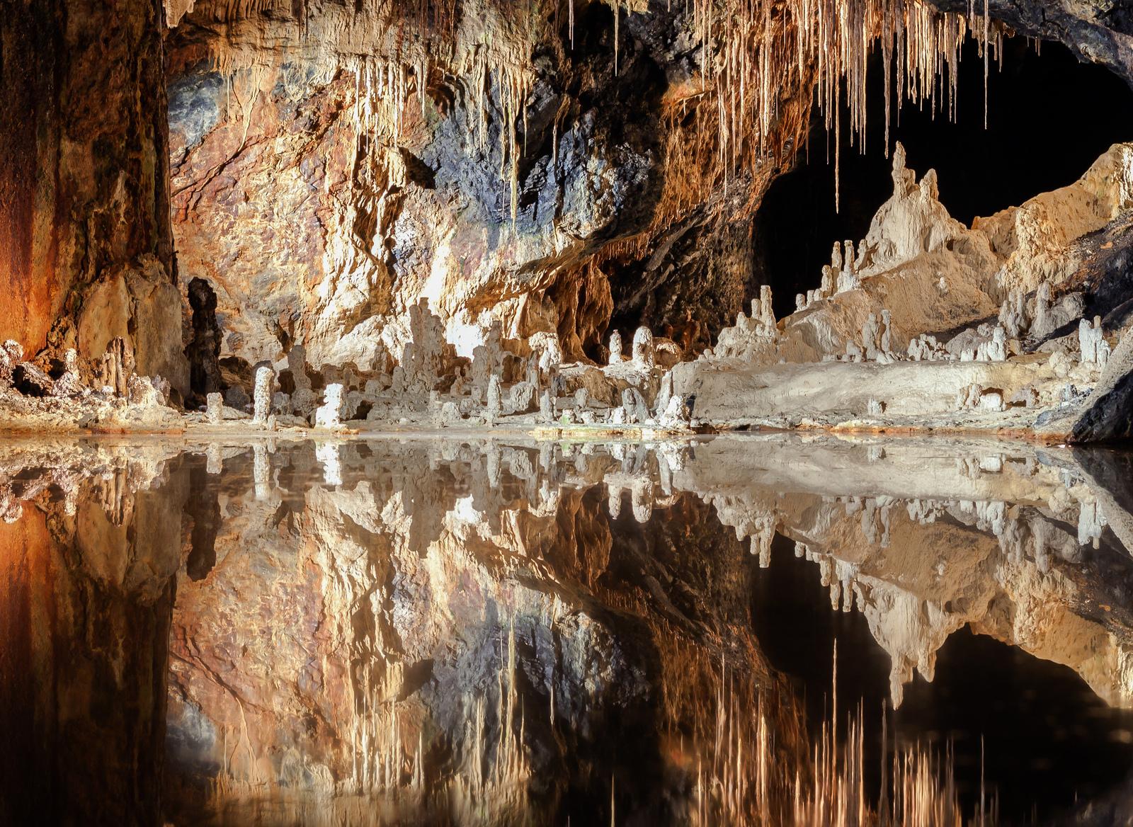 Спелеологи нашли в Германии гигантскую пещеру, которой миллионы лет