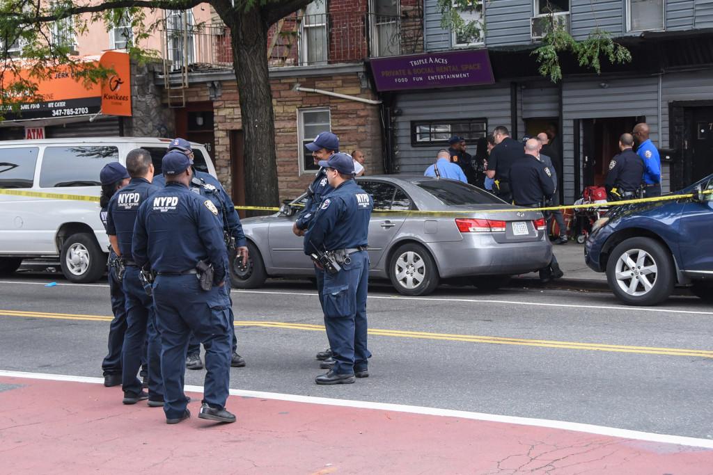 В Нью-Йорке четыре человека погибли в результате стрельбы у клуба