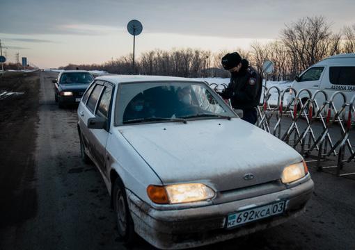 Полицейские патрулируют улицы Нур-Султана в период карантинных мероприятий