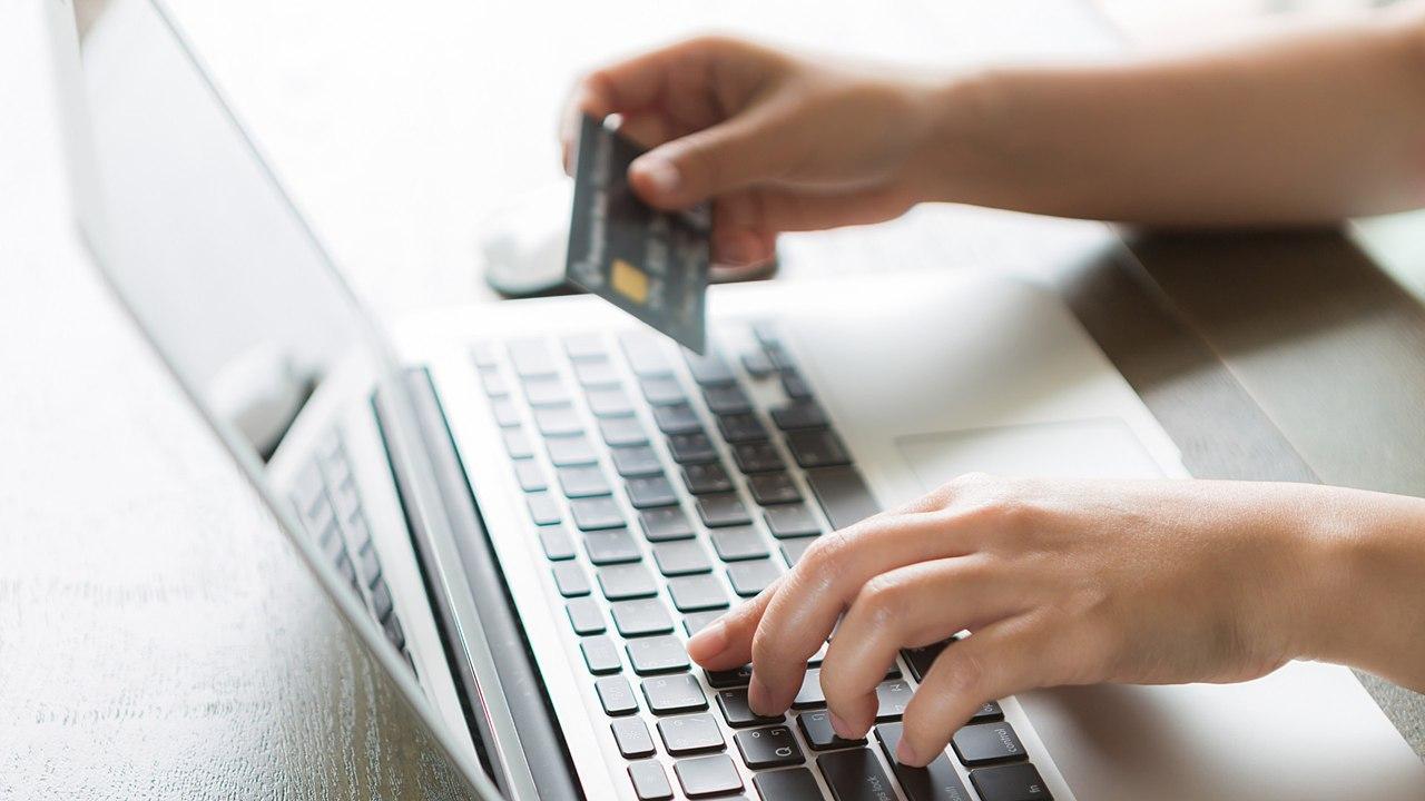 Расходы казахстанцев в Интернете в апреле упали на 13%