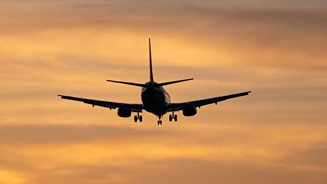 Самолет, летевший из Кызылорды в Алматы, сел на запасном аэродроме из-за сигнала о задымдлении