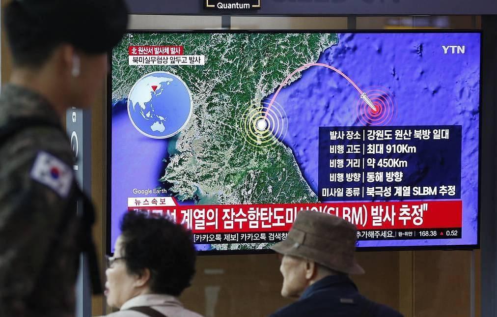 КНДР запустила две ракеты в направлении Японского моря